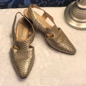 Vintage Connie gold tone woven leather pumps